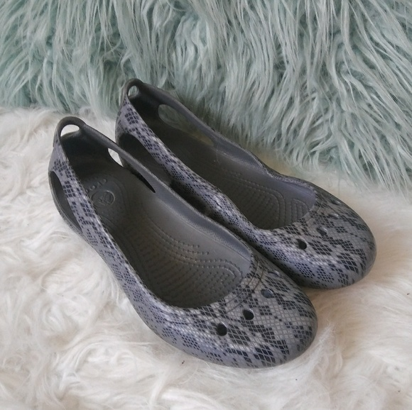 353649d823 CROCS Shoes - Crocs size 8 gray reptile print slip on flats